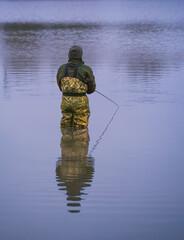 mand i waders fisker